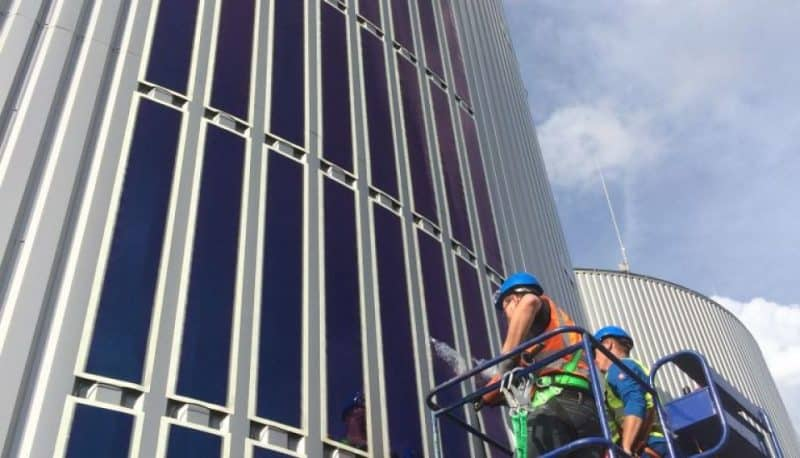 Installation of HeliaFilm® on the profiled steel façade panels of the fermenter